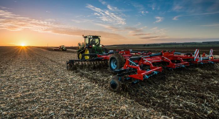 machine agricole équipée R6